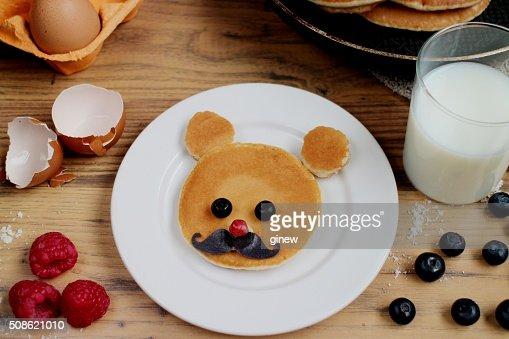 Teddy bear pancake recipe : Stock Photo