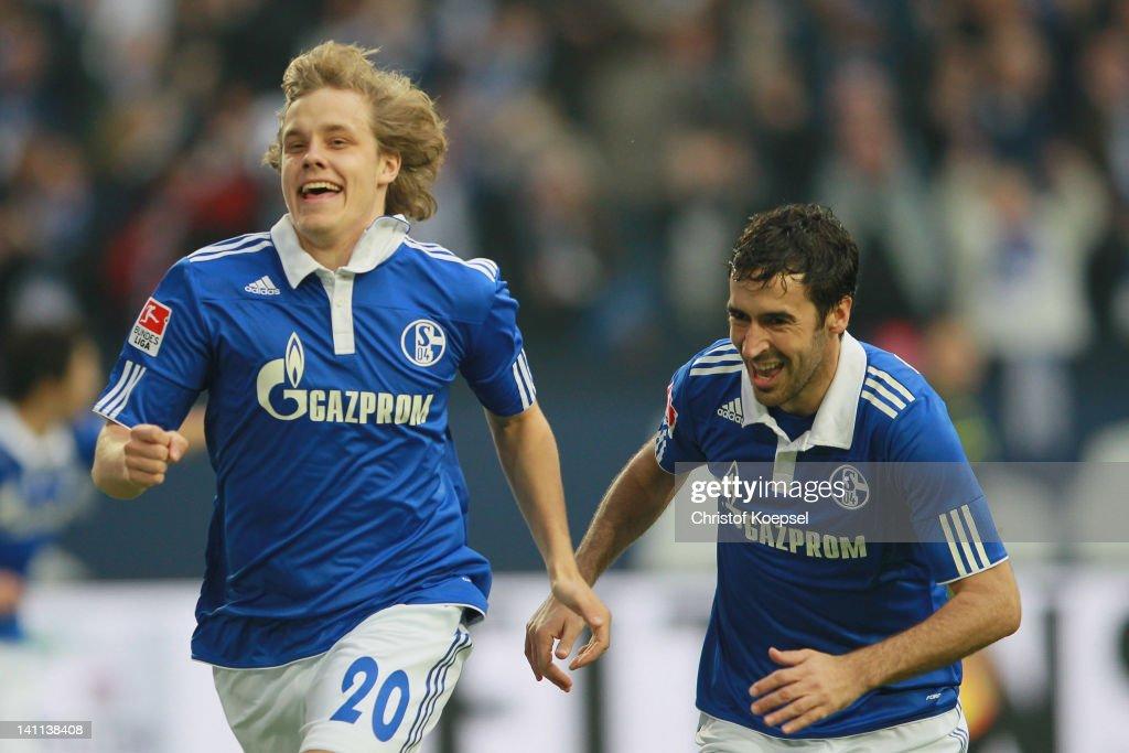 Teemu Pukki of Schalke celebrates the first goal with Raul Gonzalez during the Bundesliga match between FC Schalke 04 and Hamburger SV at Veltins...