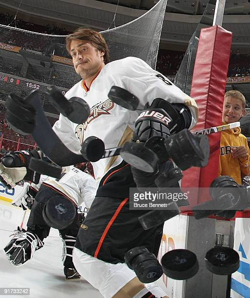 Teemu Selanne of the Anaheim Ducks knocks the practice pucks off the boards prior to his game against Philadelphia Flyers at the Wachovia Center on...