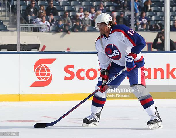 Teemu Selanne of the Winnipeg Jets alumni warms up in advance of the 2016 Tim Hortons NHL Heritage Classic alumni game at Investors Group Field on...