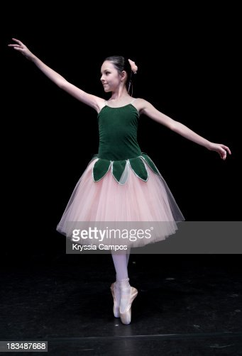 Teen Classical Ballerina On Point Stock Photo | Getty Images