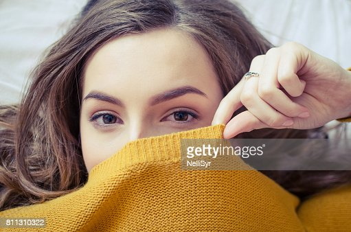 Teen girl covering her face : Foto stock
