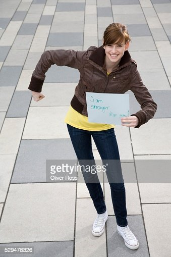 Teen girl holding sign : Stockfoto