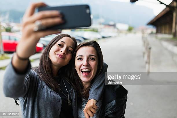Teen fille prenant un selfie