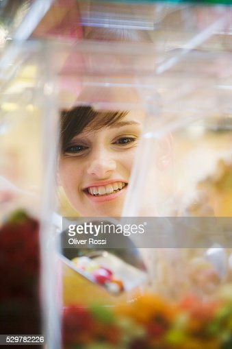 Teen girl with scoop of candy : Stockfoto