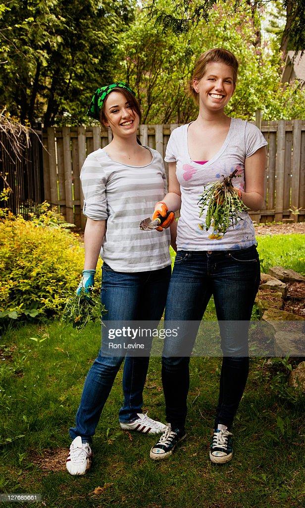 teen pillu garden girl