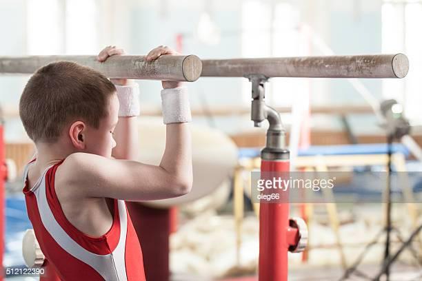 Adolescents dans une salle de sport