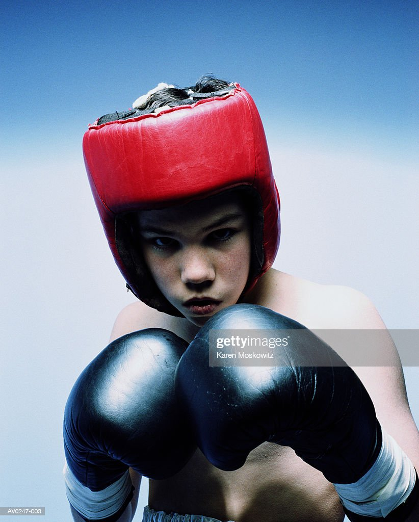 Teenage boy (12-14) in boxing stance and gear : Stock Photo