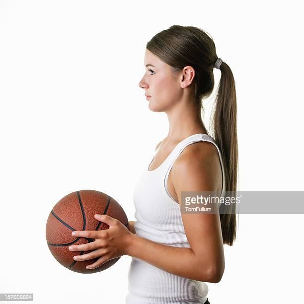 10 代の女子バスケットボール選手、