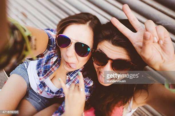 Teenager Freunden Spaß mit self portrait