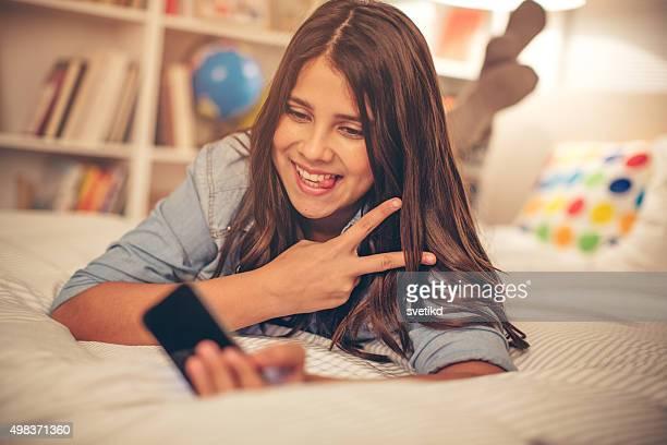 Teenager-Mädchen, die selfie.