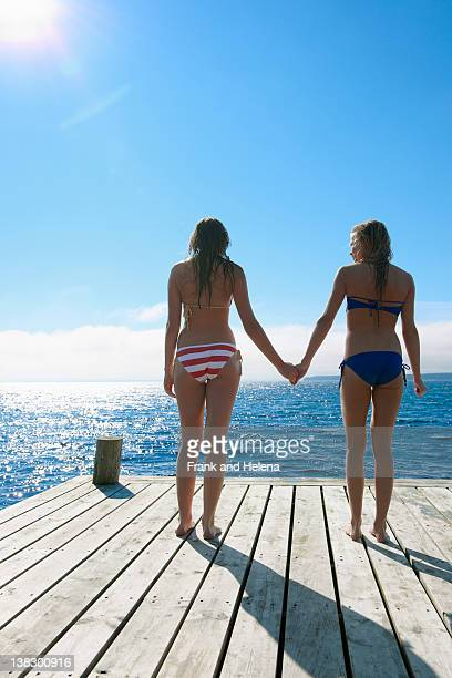 Weibliche Teenager Hände halten am pier