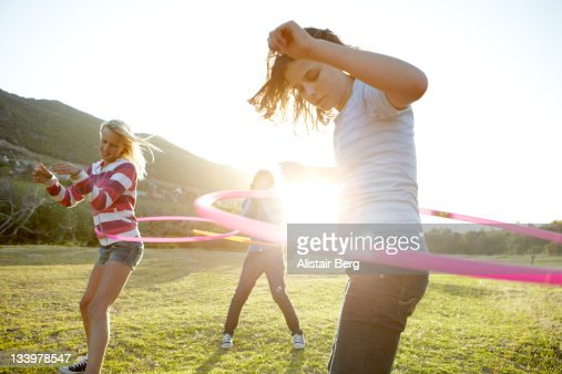 Teenage girls hula-hooping together : Foto de stock