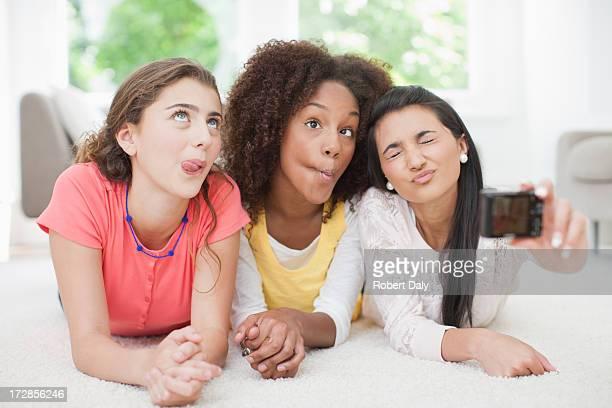Teenager Mädchen nehmen Selbstportrait