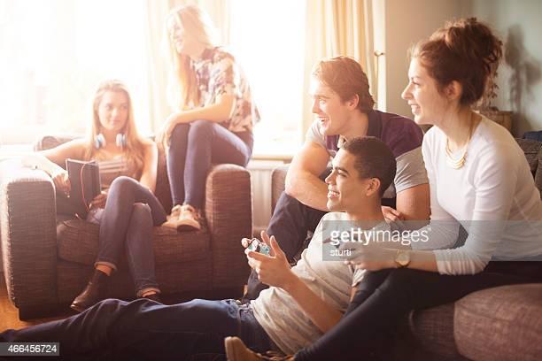 Casa di amici adolescenti