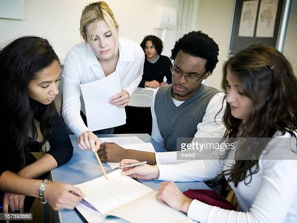 Jeunes élèves en classe session d'études