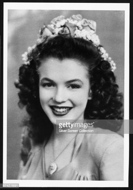 A teenaged darkhaired Norma Jeane Baker future film star Marilyn Monroe circa 1941