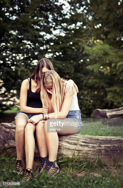 Adolescent Consoler et se consoler son ami