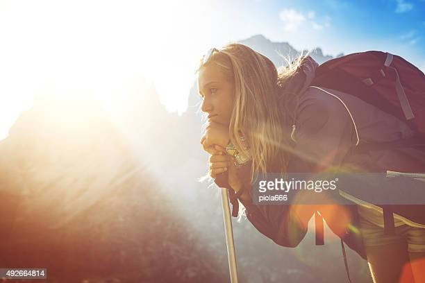 Teenager Wanderer auf die Berge: Porträt bei Sonnenuntergang