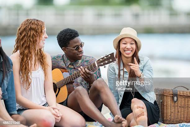 Teenager hängen von den See
