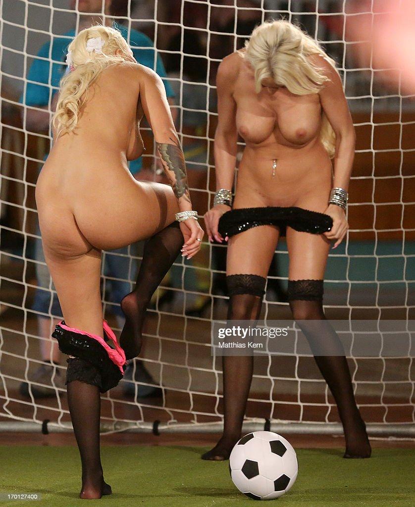 Women Naked Soccer 117