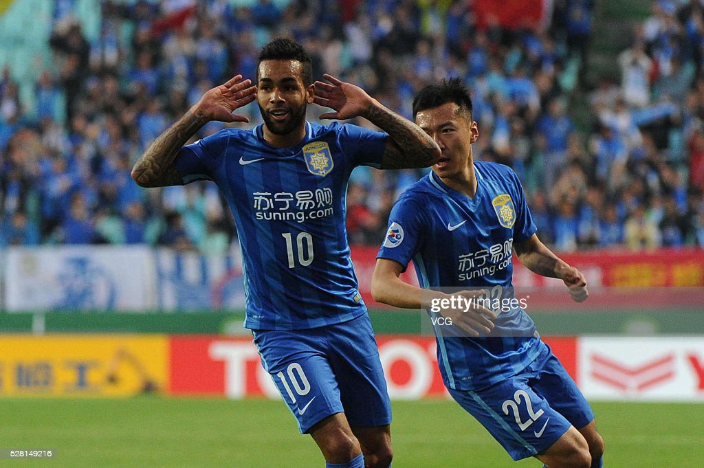 Teixeira #10 of Jiangsu Suning celebrates a ball with teammate during the AFC Asian Champions League match between Jeonbuk Hyundai Motors FC and Jiangsu Suning FC at Jeonju World Cup Stadium on May 4, 2016 in Jeonju, South Korea.