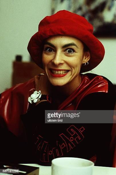 TekknoQueen TVModeratorin Sängerin D 1994