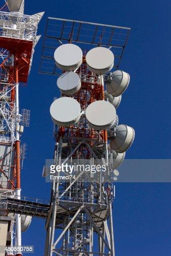 Antena de telecomunicaciones : Foto de stock