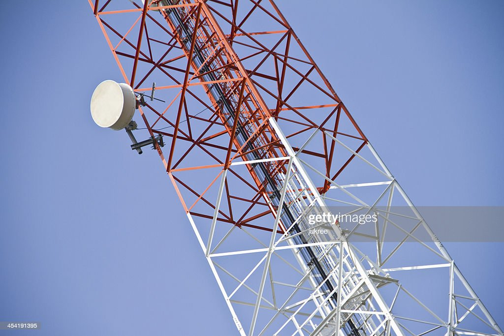 Fernmeldeturm. Handy-Basisstation : Stock-Foto