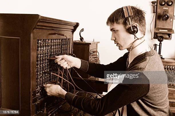 電話を使用して電話受付オペレーターのアンティーク