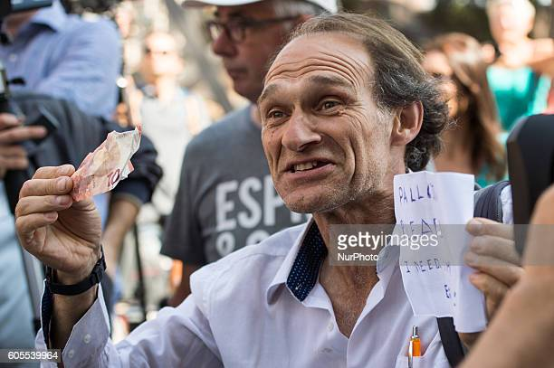 Television disturber Mauro Fortini receives 10 euro by James Pallottai on september 14 2016