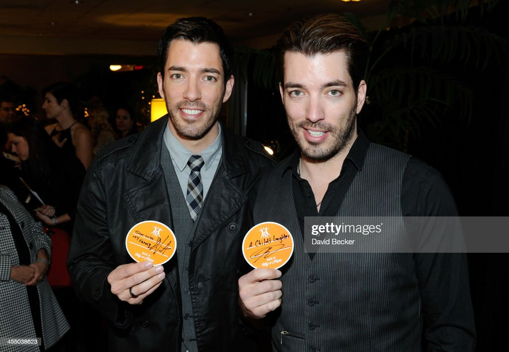 Television personalities <a gi-track='captionPersonalityLinkClicked' href=/galleries/search?phrase=Drew+Scott+-+Canadian+Actor&family=editorial&specificpeople=15095917 ng-click='$event.stopPropagation()'>Drew Scott</a> (L) and Jonathan Scott attend the Backstage Creations Celebrity Retreat at the American Country Awards 2013 at the Mandalay Bay Events Center on December 10, 2013 in Las Vegas, Nevada.