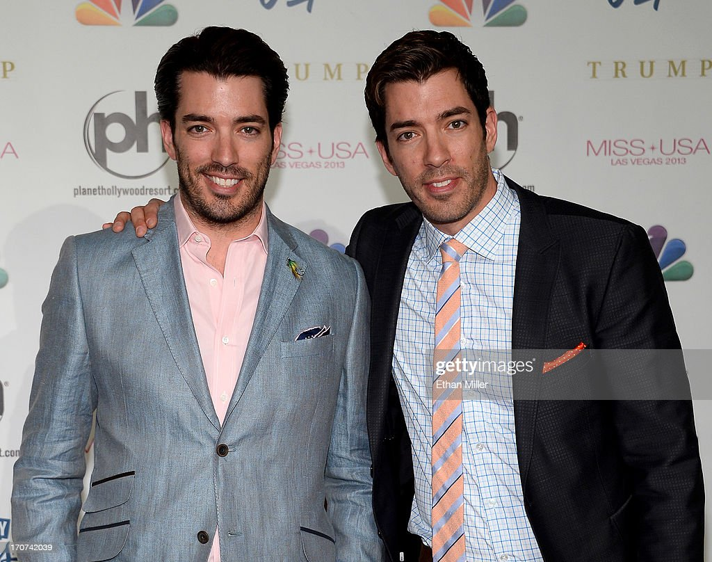 Television personalities Jonathan Scott (L) and <a gi-track='captionPersonalityLinkClicked' href=/galleries/search?phrase=Drew+Scott+-+Canadian+Actor&family=editorial&specificpeople=15095917 ng-click='$event.stopPropagation()'>Drew Scott</a> arrive at the 2013 Miss USA pageant at Planet Hollywood Resort & Casino on June 16, 2013 in Las Vegas, Nevada.