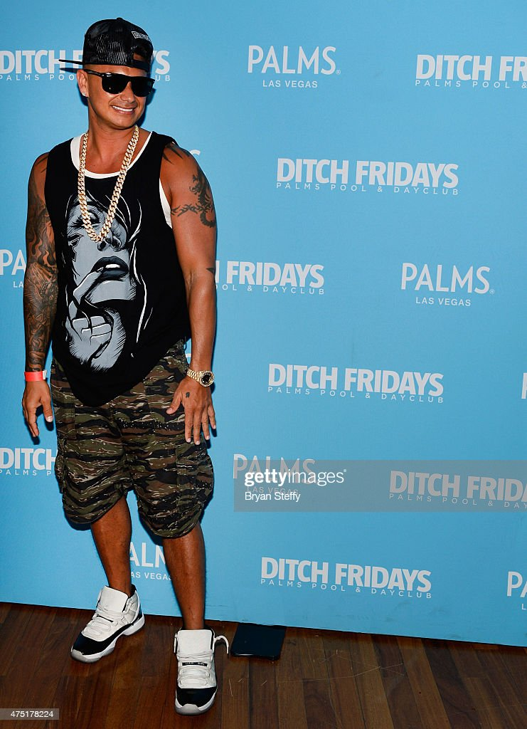 farrah abraham dating pauly d To complement her swimsuit, abraham went with a toy water gun, belly button bling, and silver earrings friends celebrated with a three-layer cake, and other celebrities included dj pauly d and vh1 dating naked star mike pericoloso.