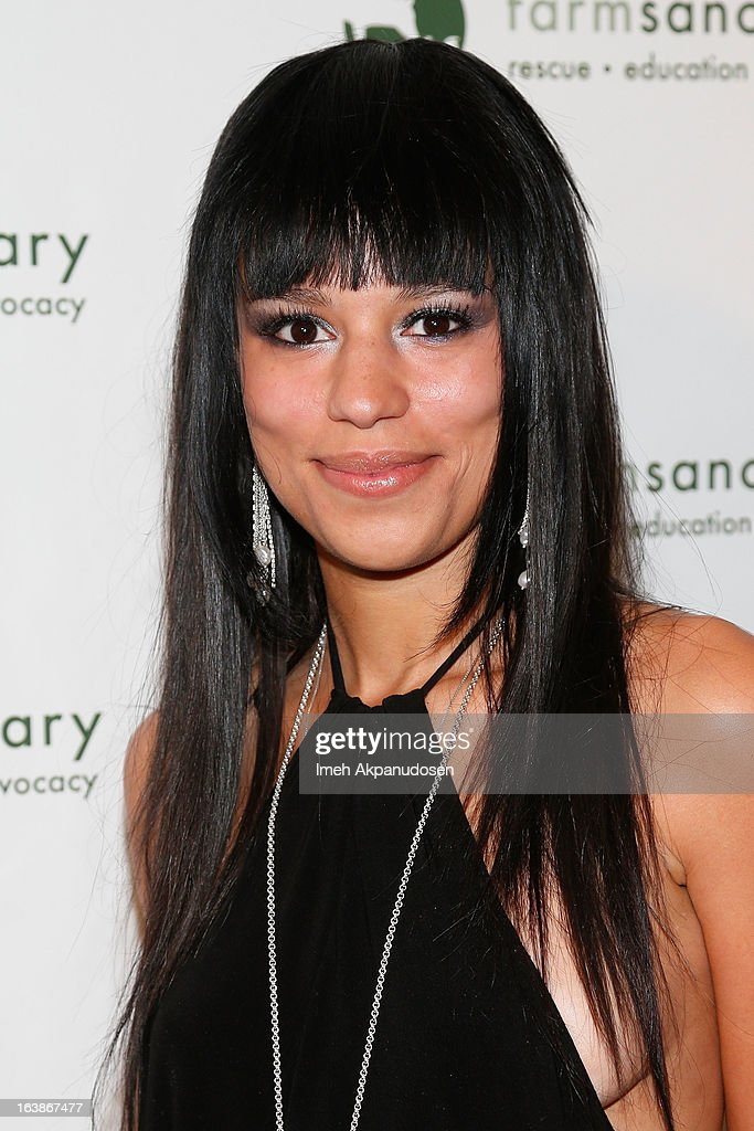 Television personality Sarah Dawson attends the Fun For Animals Celebrity Poker Tournament & Cocktail Party at Petersen Automotive Museum on March 16, 2013 in Los Angeles, California.