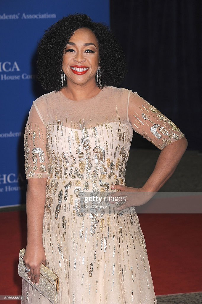 Television producer <a gi-track='captionPersonalityLinkClicked' href=/galleries/search?phrase=Shonda+Rhimes&family=editorial&specificpeople=572007 ng-click='$event.stopPropagation()'>Shonda Rhimes</a> attends the 102nd White House Correspondents' Association Dinner on April 30, 2016 in Washington, DC.