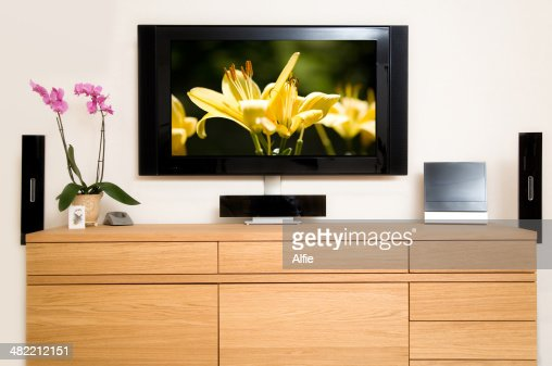 fernseher im wohnzimmer stock foto getty images. Black Bedroom Furniture Sets. Home Design Ideas