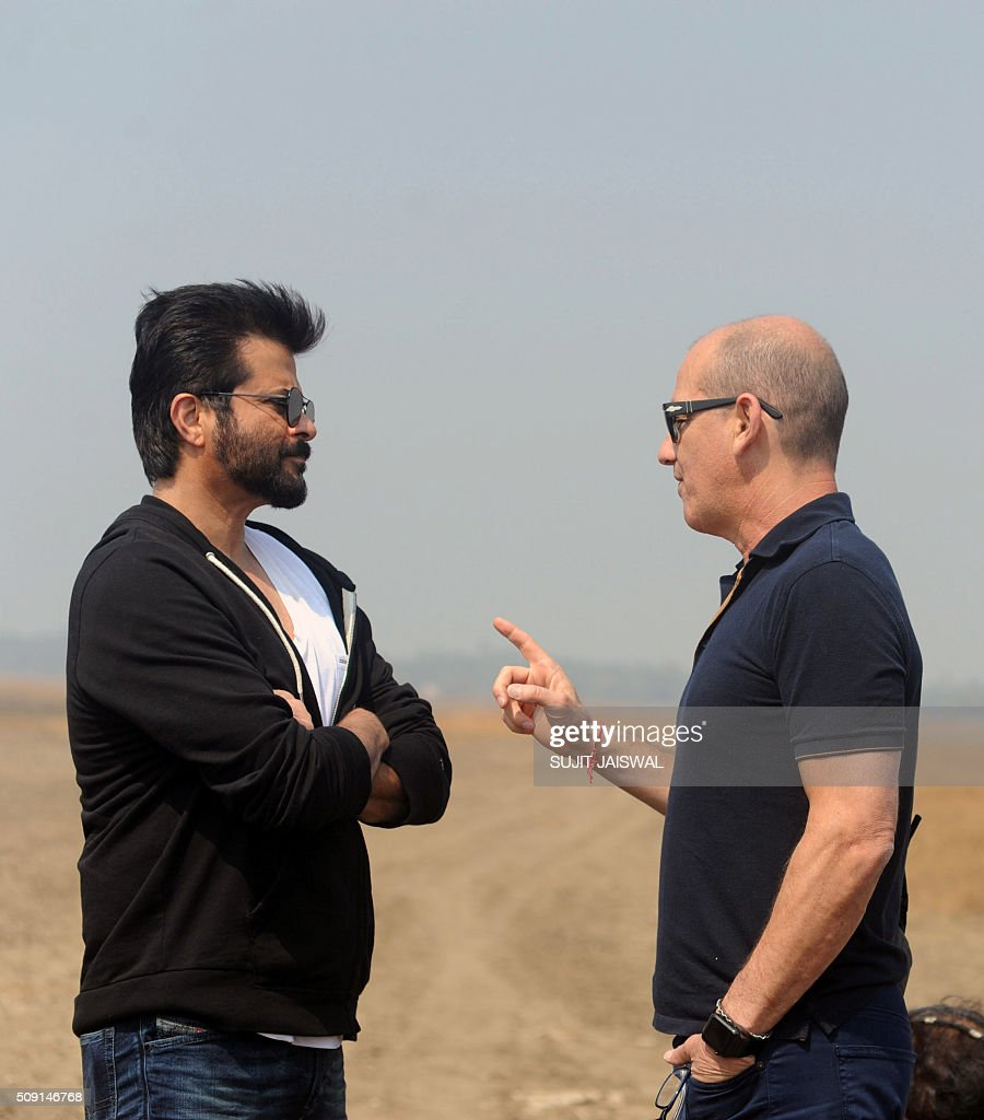 US television writer and producer Howard Gordon (R) and Indian Bollywood actor Anil Kapoor talk on location for the Indian Hindi version of the hit counter terrorism show '24' as season 2 is being made, in Mumbai on February 9, 2016. AFP PHOTO / Sujit Jaiswal / AFP / SUJIT JAISWAL