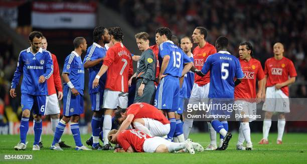 Tempers flare between players after Chelsea's Claude Makelele challenges Manchester United's Paul Scholes