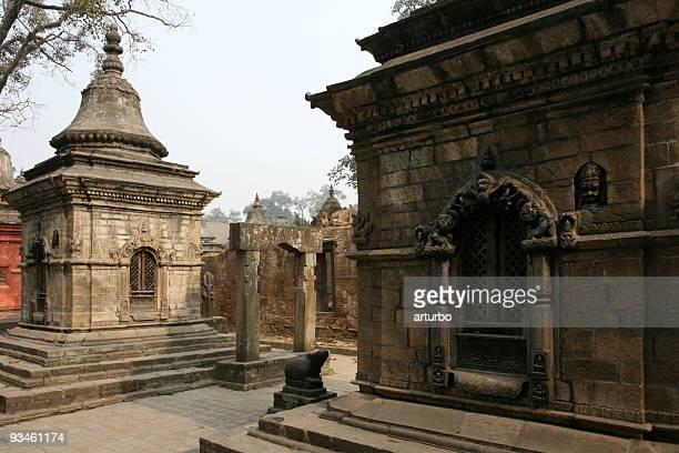 Tempel und Schreine bei Pashupatinath gates
