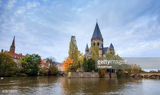 Temple Neuf de Metz et River Moselle