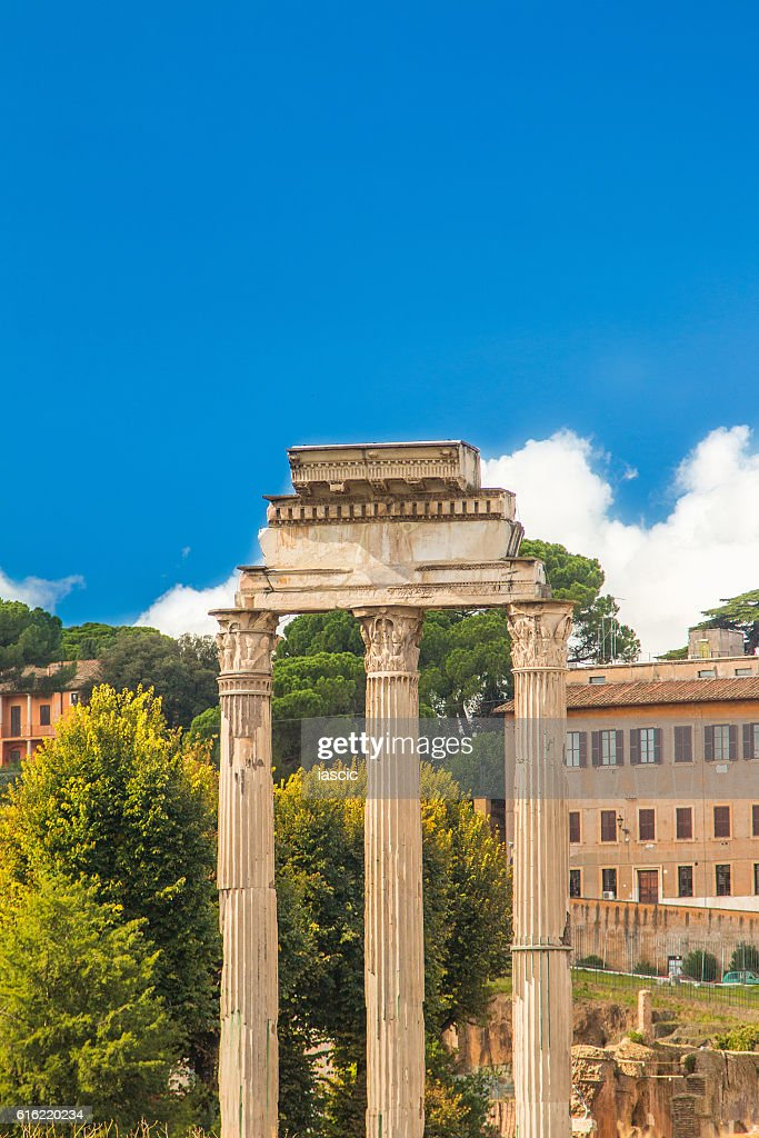 Temple of Castor and Pollux in Roman Forum, Italy : ストックフォト
