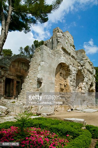 Temple of diane jardin de la fontaine nimes gard france stock photo getty images - Jardin de la fontaine nimes limoges ...