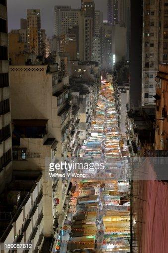 Temple Street, Hong Kong, at night : Bildbanksbilder