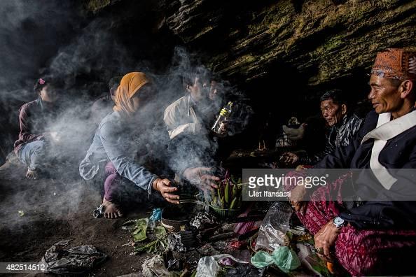 Tenggerese shaman praying for worshippers at Widodaren cave during the Tenggerese Hindu Yadnya Kasada festival on July 31 2015 in Probolinggo East...