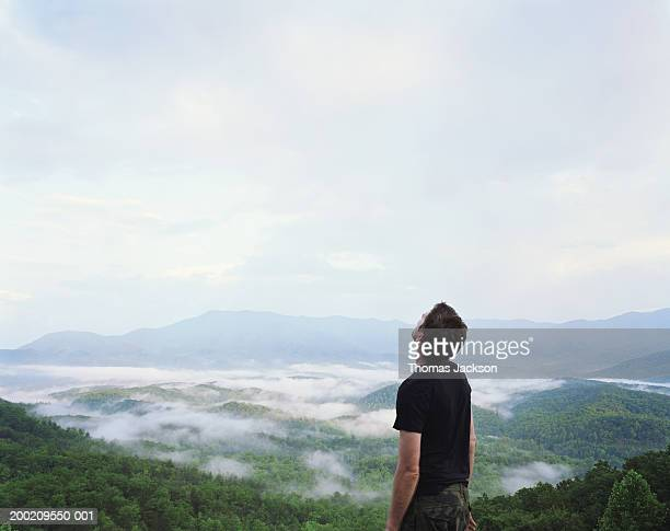 USA, Tennessee, Great Smoky Mountains, man by misty valley, looking up