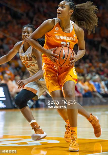 Tennessee Lady Volunteers guard/forward Jaime Nared drives to the basket during a game between the Texas Longhorns and Tennessee Lady Volunteers on...