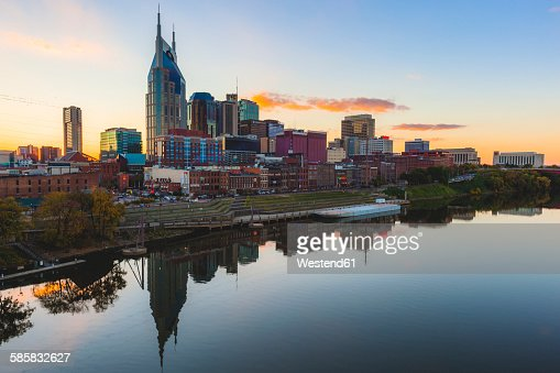 USA, Tennessee, Nashville and Cumberland river in the evening