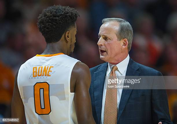Tennessee Volunteers head coach Rick Barnes talks to Tennessee Volunteers guard Jordan Bone during a game between the Mississippi State Bulldogs and...