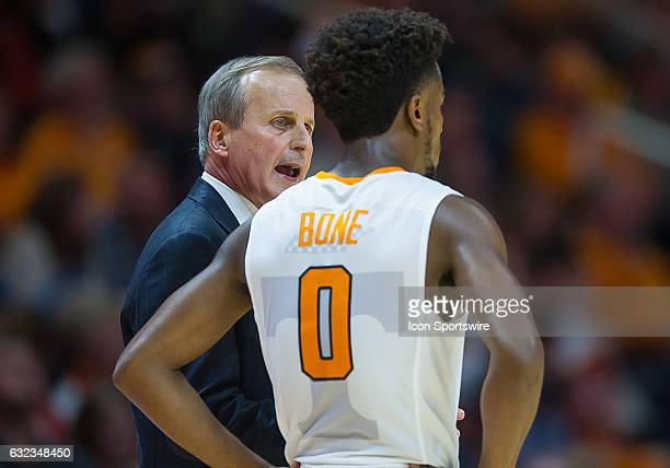 Tennessee Volunteers head coach Rick Barnes talks with Tennessee Volunteers guard Jordan Bone during a game between the Mississippi State Bulldogs...